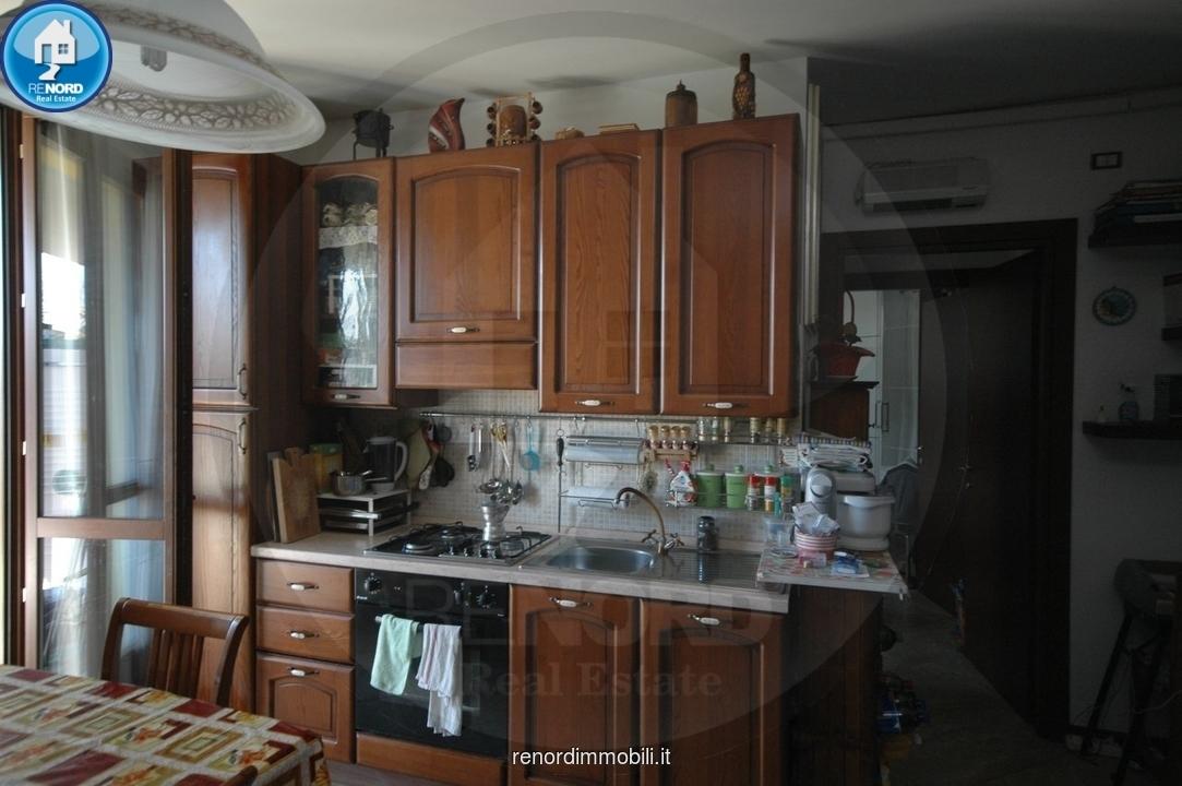 Appartamento in buone condizioni arredato in vendita Rif. 9050165