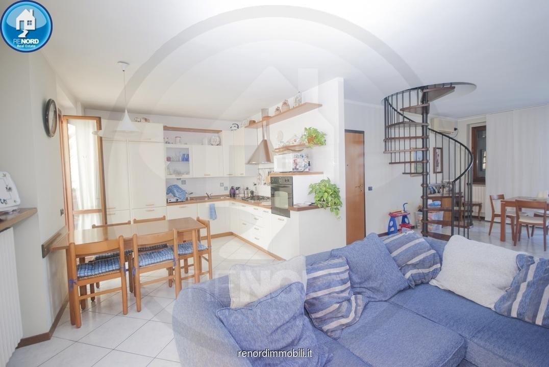 Appartamento in ottime condizioni in vendita Rif. 9050222