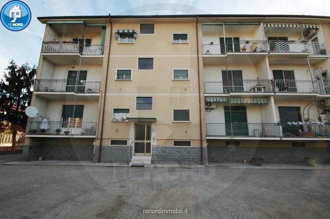 Appartamento in buone condizioni in vendita Rif. 9106152