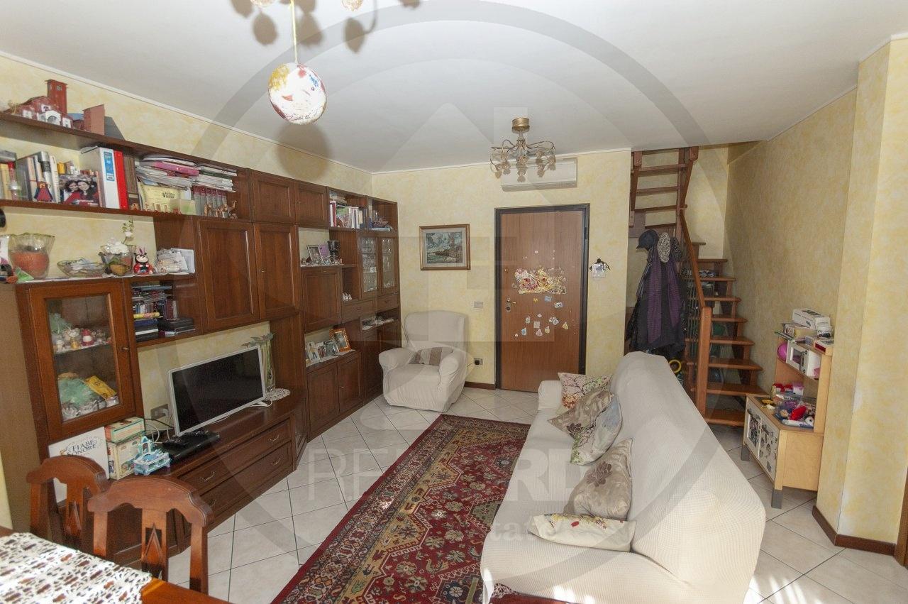 Appartamento in vendita a Carpiano, 4 locali, prezzo € 165.000 | CambioCasa.it