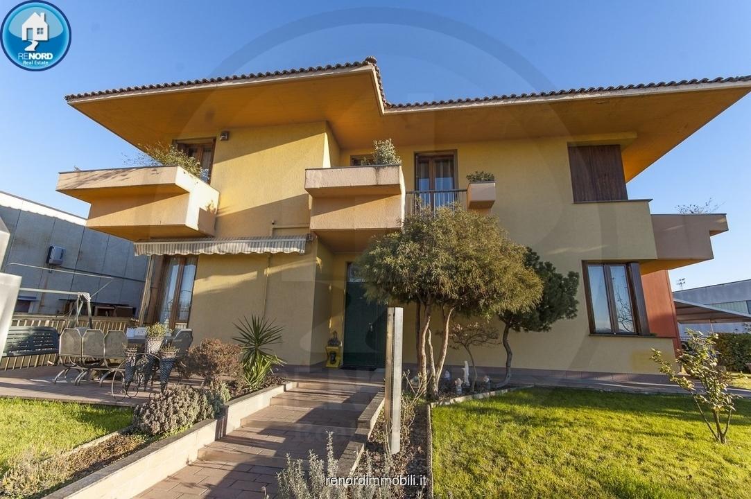 Villa in ottime condizioni in vendita Rif. 9538282