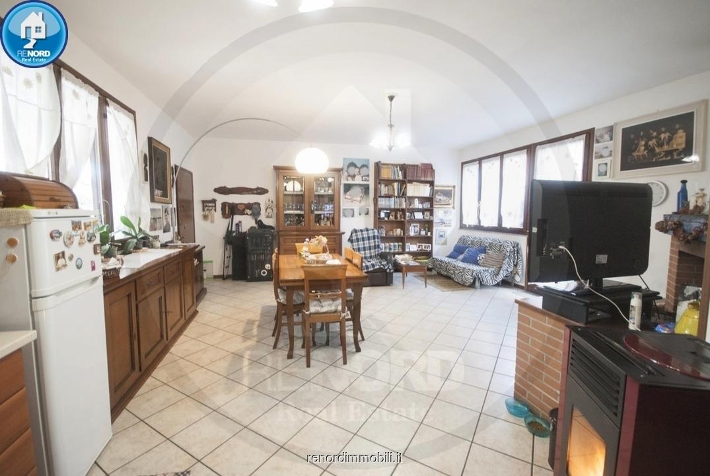 Appartamento in buone condizioni in vendita Rif. 9943181