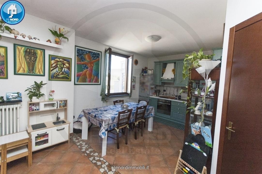 Appartamento in vendita a Vistarino, 3 locali, prezzo € 112.000   CambioCasa.it
