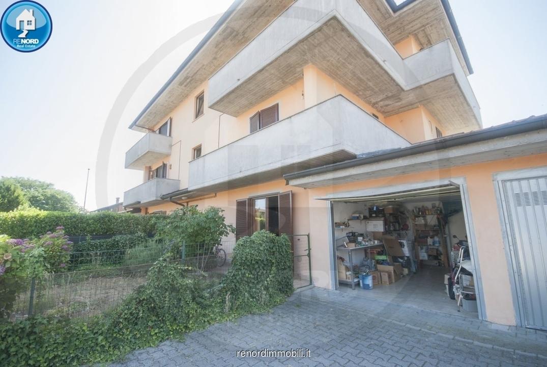 Appartamento in buone condizioni in vendita Rif. 10630466