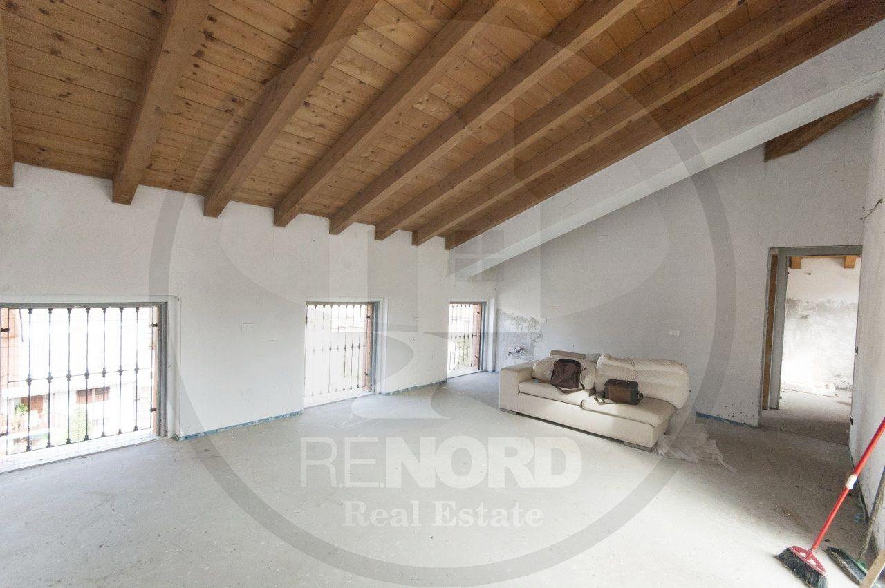 Appartamento in vendita a Albuzzano, 4 locali, prezzo € 90.000 | CambioCasa.it
