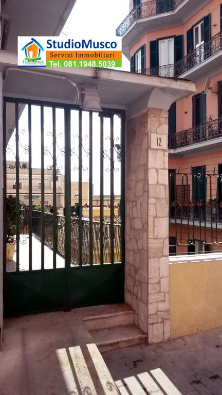 Bilocale Napoli Via Michetti 4