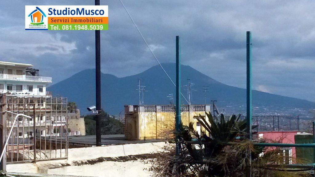 Bilocale Napoli Via Michetti 13