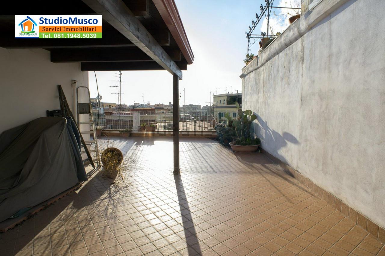 Bilocale Napoli Via Massari 4