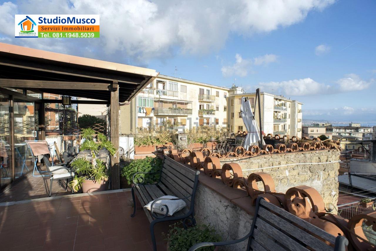 Bilocale Napoli Via Massari 1