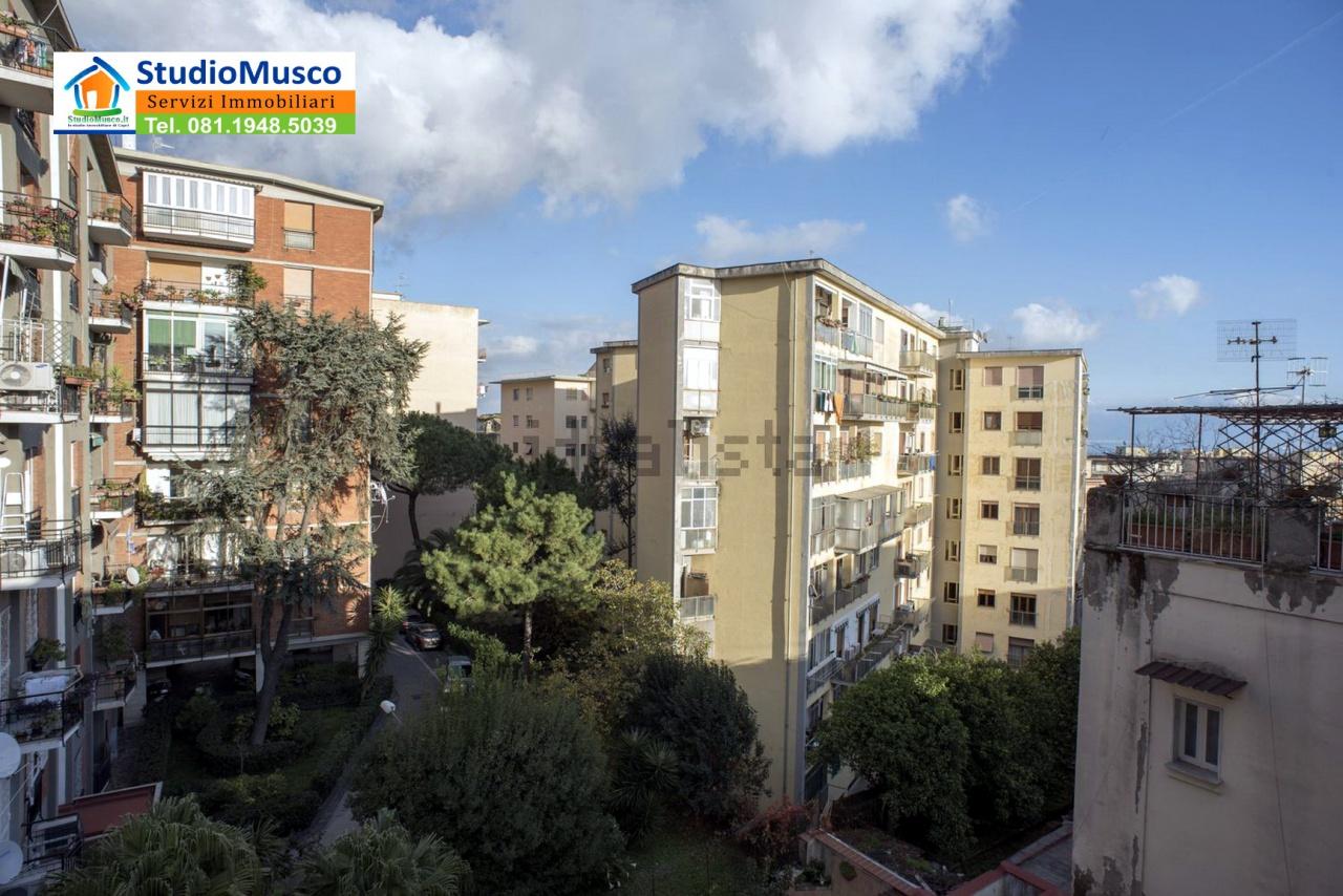 Bilocale Napoli Via Massari 10