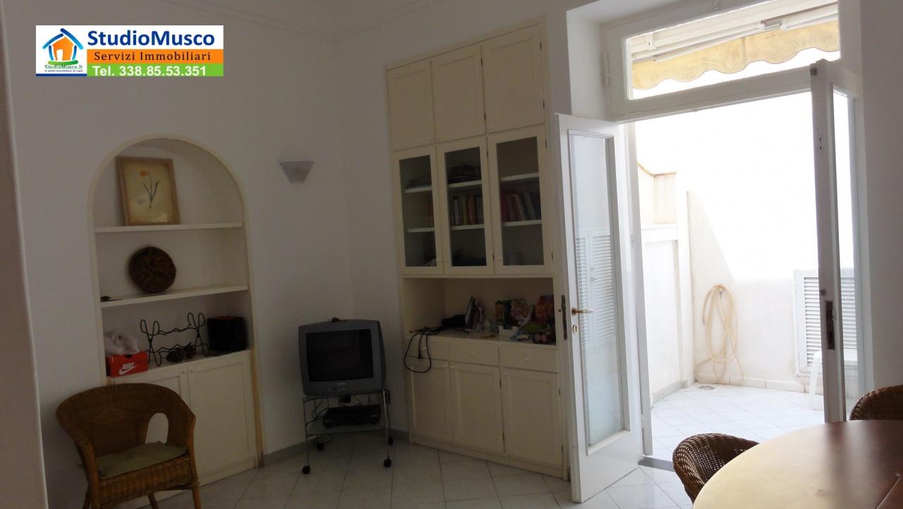 Appartamento in buone condizioni in vendita Rif. 7090246