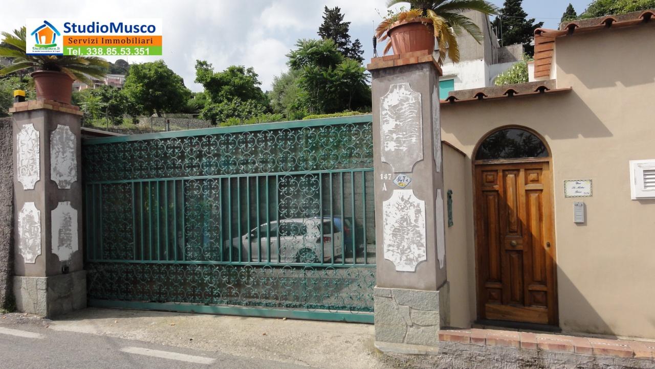 Appartamento in buone condizioni in vendita Rif. 7067415