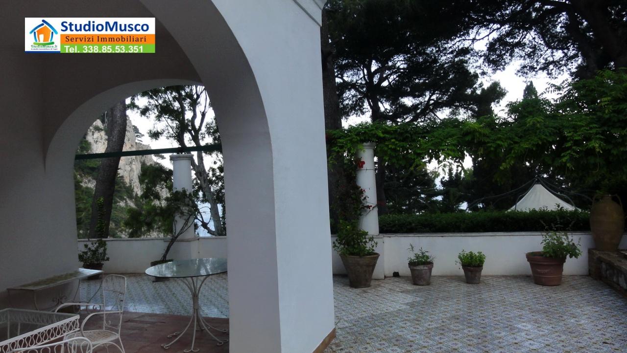 Villa in buone condizioni in vendita Rif. 8237459