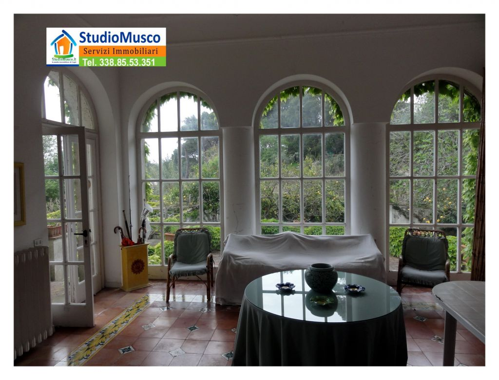 Appartamento in buone condizioni in vendita Rif. 9063524