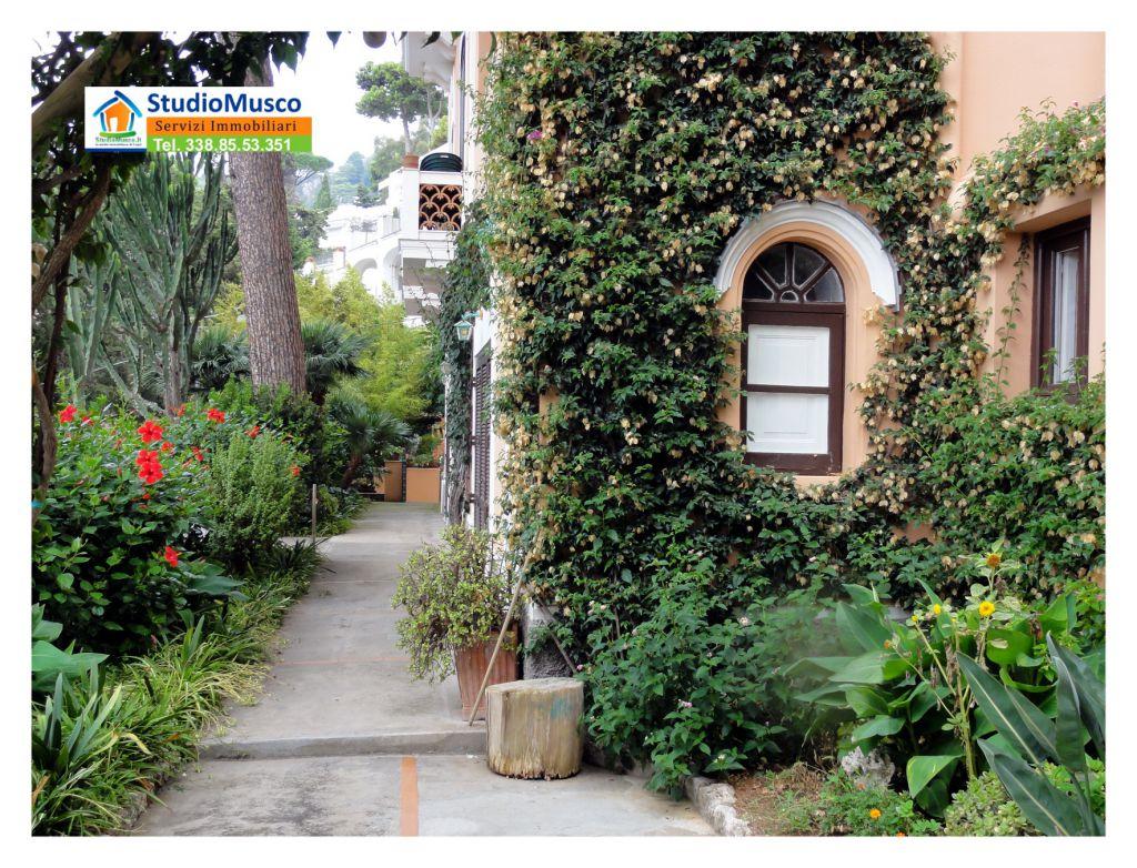 Appartamento in buone condizioni in vendita Rif. 10451054