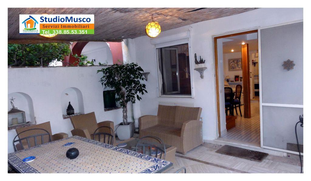 Appartamento in ottime condizioni arredato in vendita Rif. 11032950