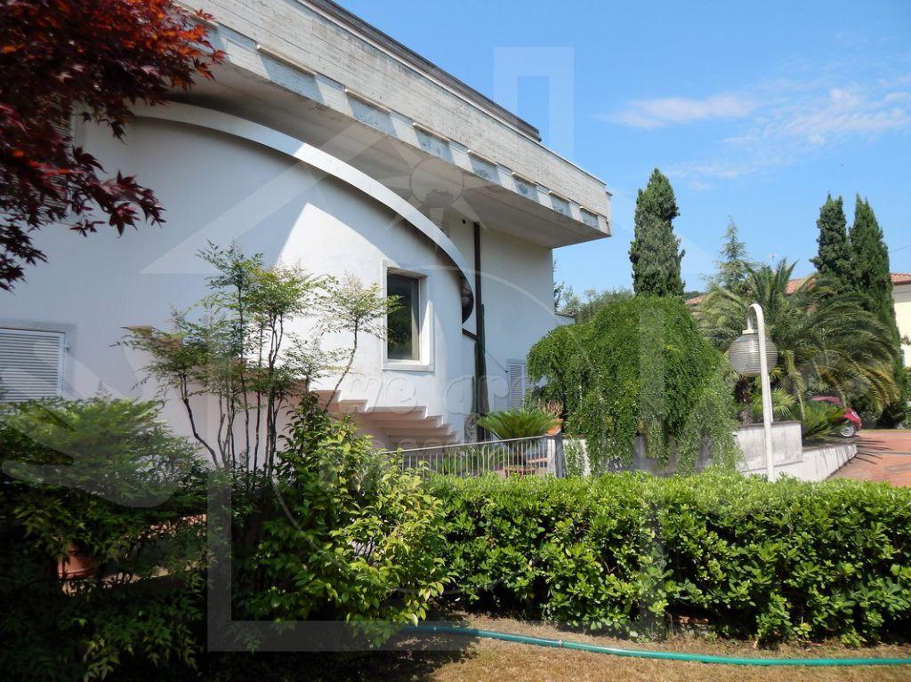Villa in vendita a Carrara, 16 locali, prezzo € 1.350.000 | CambioCasa.it