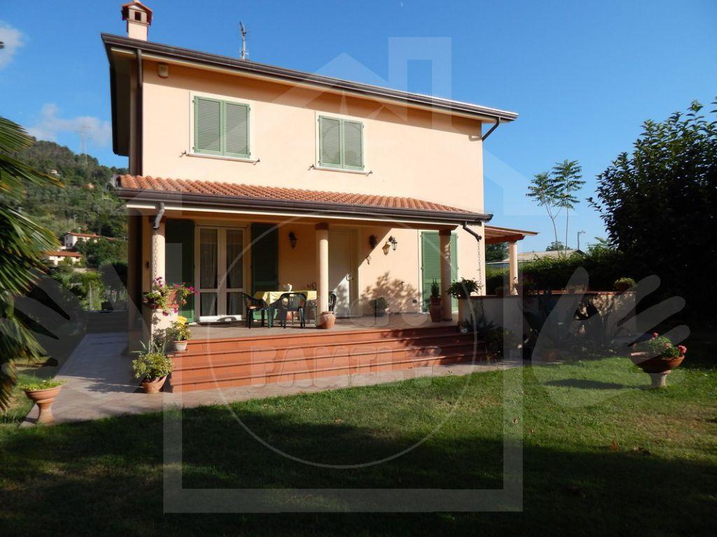 Villa in vendita a Seravezza, 6 locali, prezzo € 850.000 | Cambio Casa.it