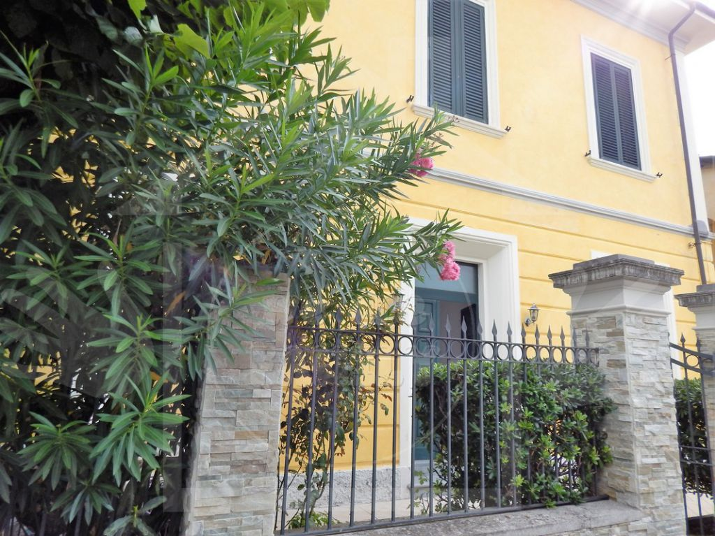 Soluzione Indipendente in vendita a Camaiore, 4 locali, prezzo € 420.000 | CambioCasa.it