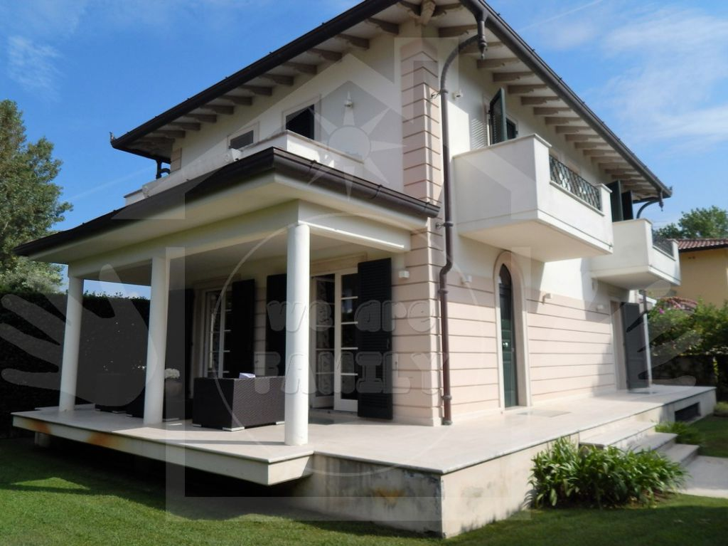 Villa in vendita a Camaiore, 8 locali, Trattative riservate   Cambio Casa.it