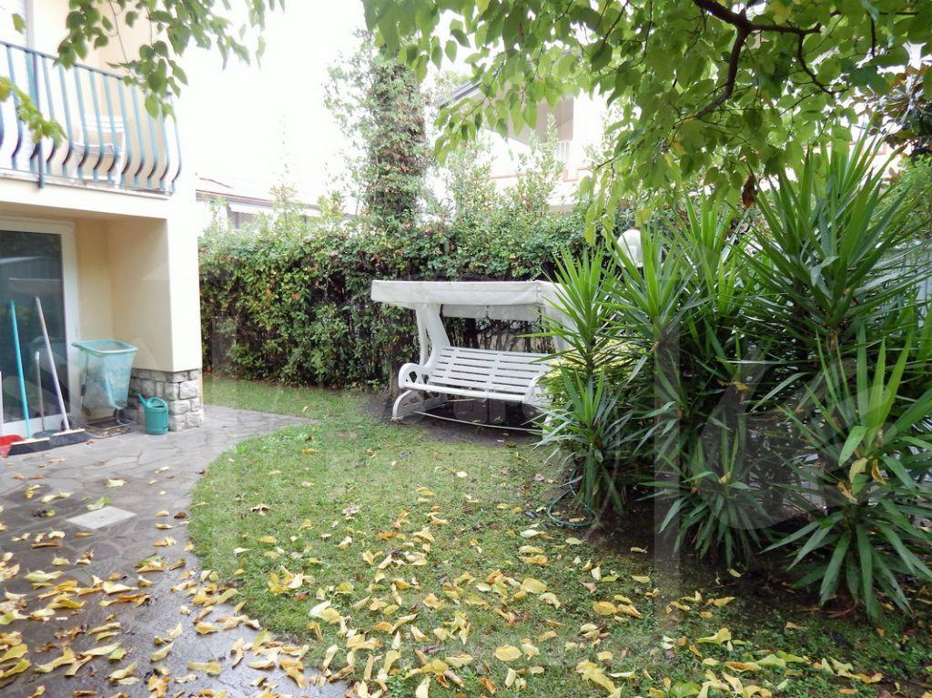 Villa in affitto a Pietrasanta, 5 locali, zona Località: MARINA DI PIETRASANTA, Trattative riservate | Cambio Casa.it