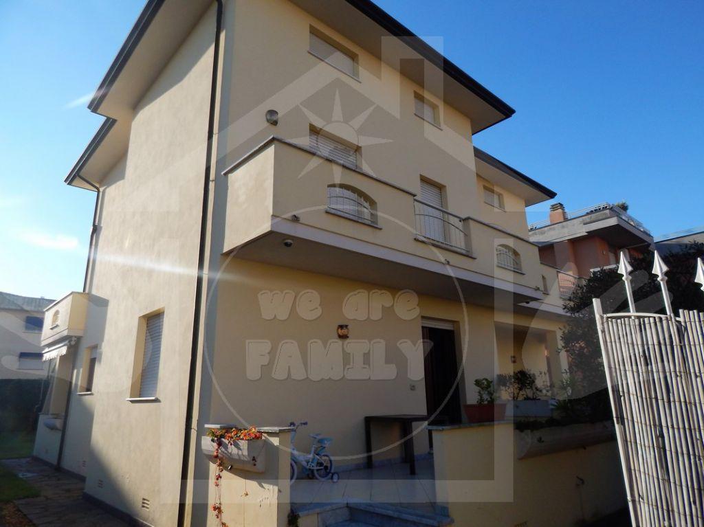 Villa in ottime condizioni arredato in affitto Rif. 11244310