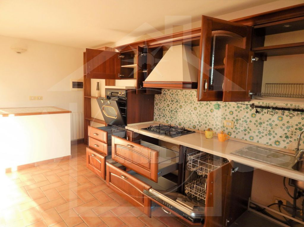 Appartamento in affitto a Camaiore, 3 locali, prezzo € 650 | Cambio Casa.it