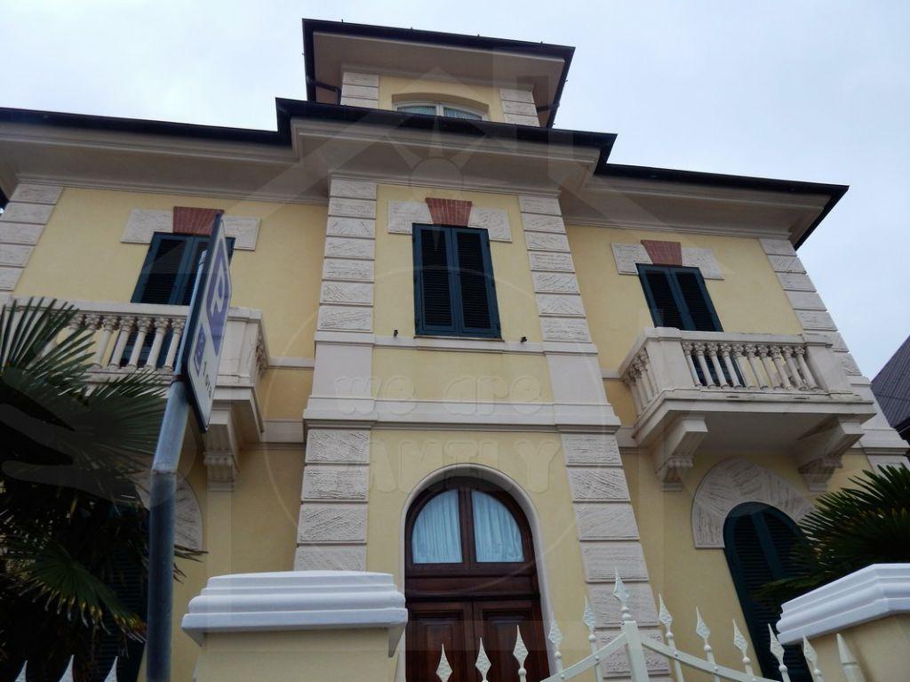Villa a Schiera in Affitto a Camaiore