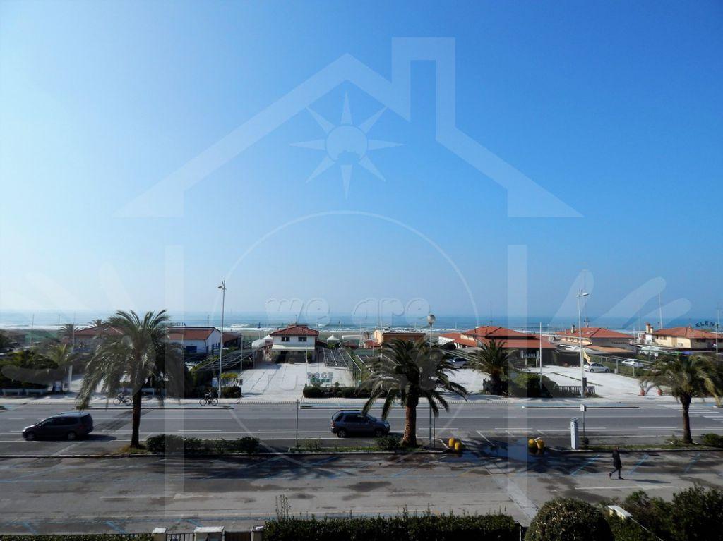 Appartamento in affitto a Camaiore, 4 locali, prezzo € 1.800 | Cambio Casa.it