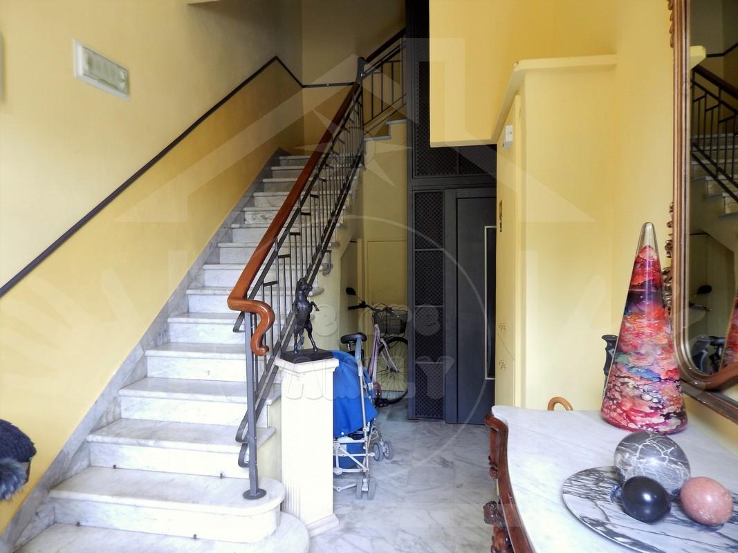 Appartamento in affitto a Viareggio, 6 locali, prezzo € 1.300 | CambioCasa.it