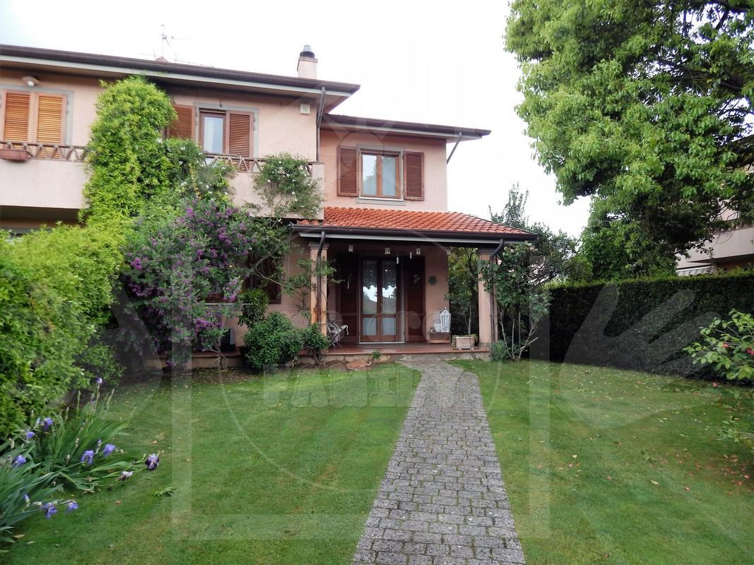 Villa in Affitto a Camaiore