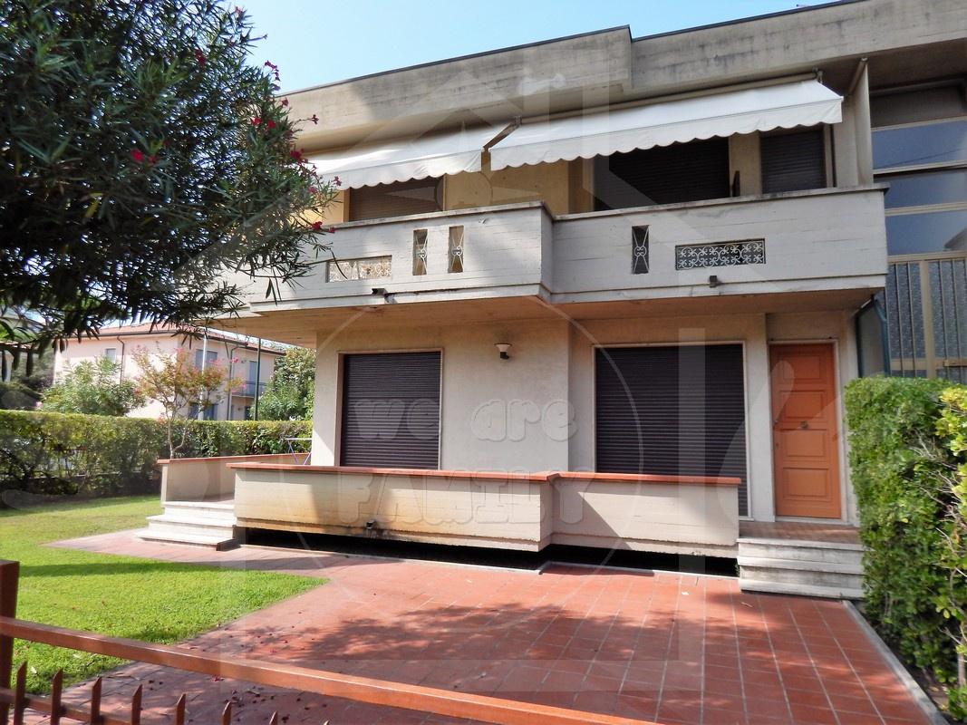 Appartamento in affitto a Camaiore, 5 locali, prezzo € 700 | CambioCasa.it
