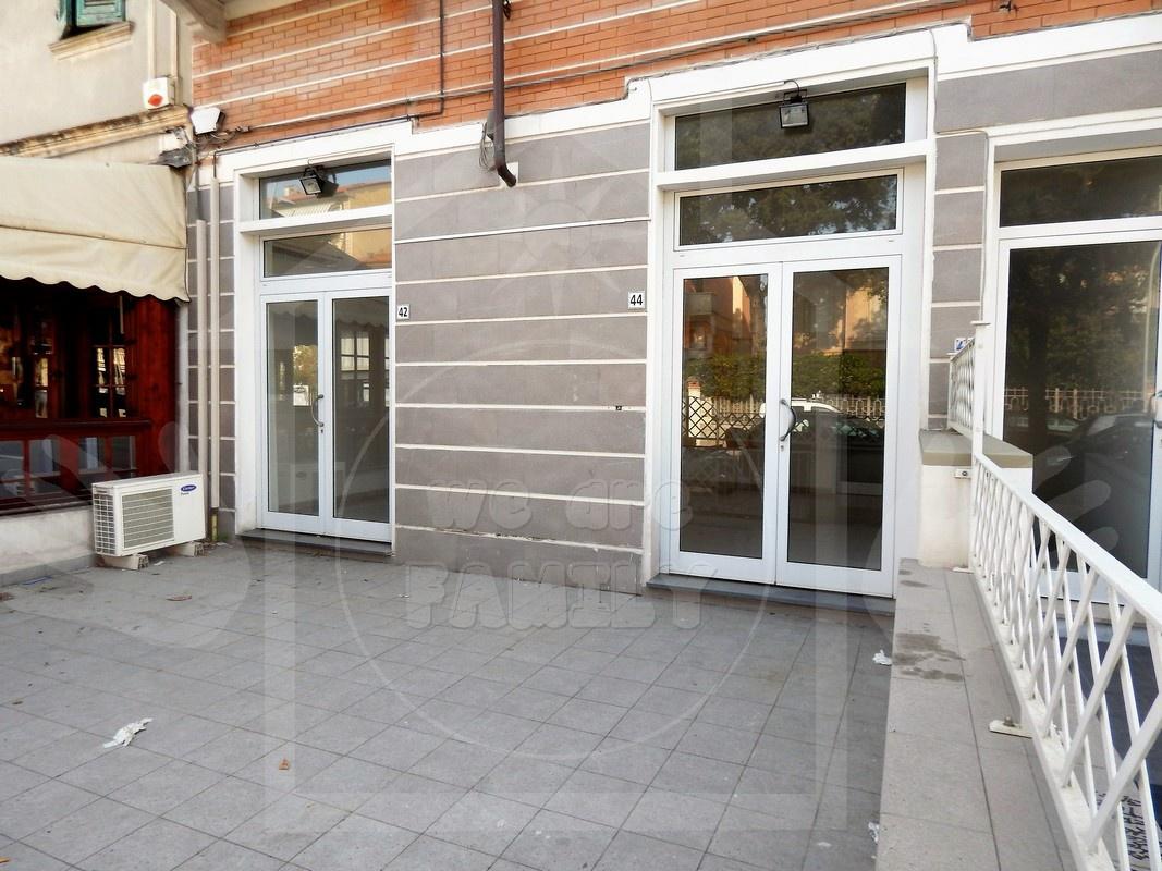 Negozio / Locale in affitto a Camaiore, 1 locali, prezzo € 1.000 | CambioCasa.it