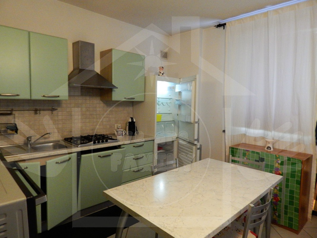 Appartamento in affitto a Camaiore, 7 locali, prezzo € 900 | CambioCasa.it