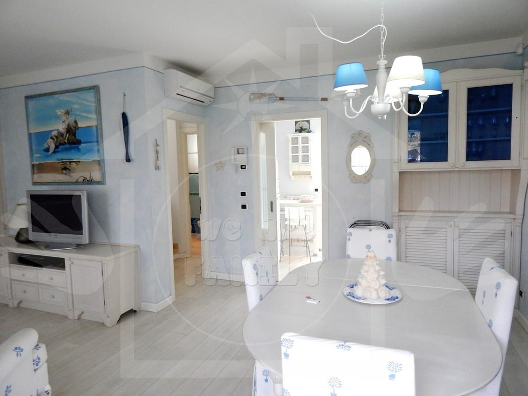 Villa in affitto a Camaiore, 6 locali, prezzo € 2.500 | CambioCasa.it