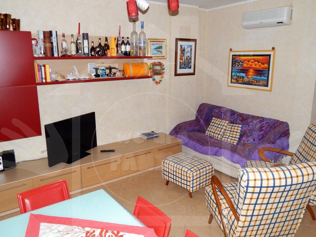 Appartamento in ottime condizioni arredato in affitto Rif. 8945223