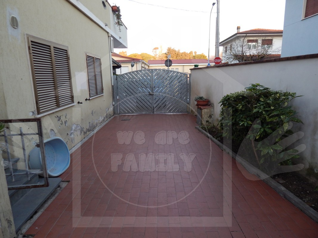 Appartamento in buone condizioni arredato in vendita Rif. 8945221