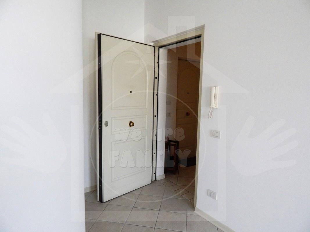 Appartamento in ottime condizioni in affitto Rif. 9956526