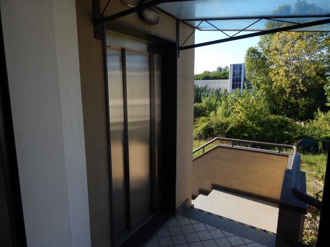 Negozio / Locale in affitto a Camaiore, 7 locali, prezzo € 3.000 | CambioCasa.it