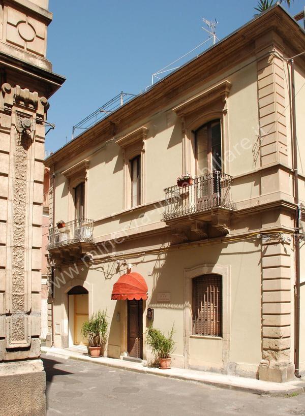 Palazzo / Stabile in vendita a Lentini, 5 locali, Trattative riservate | CambioCasa.it