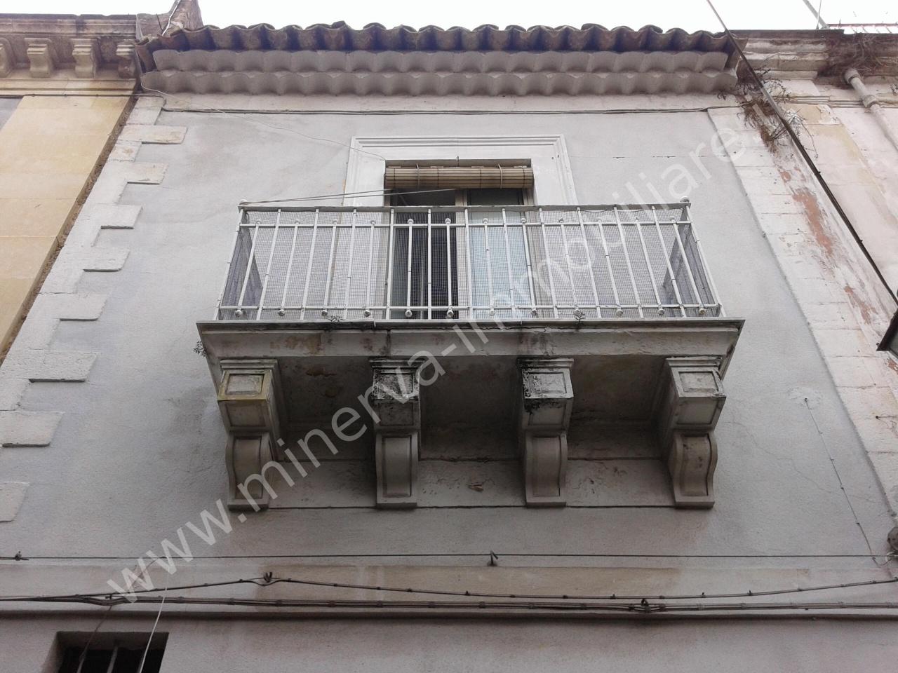 Soluzione Indipendente in vendita a Lentini, 5 locali, Trattative riservate | CambioCasa.it