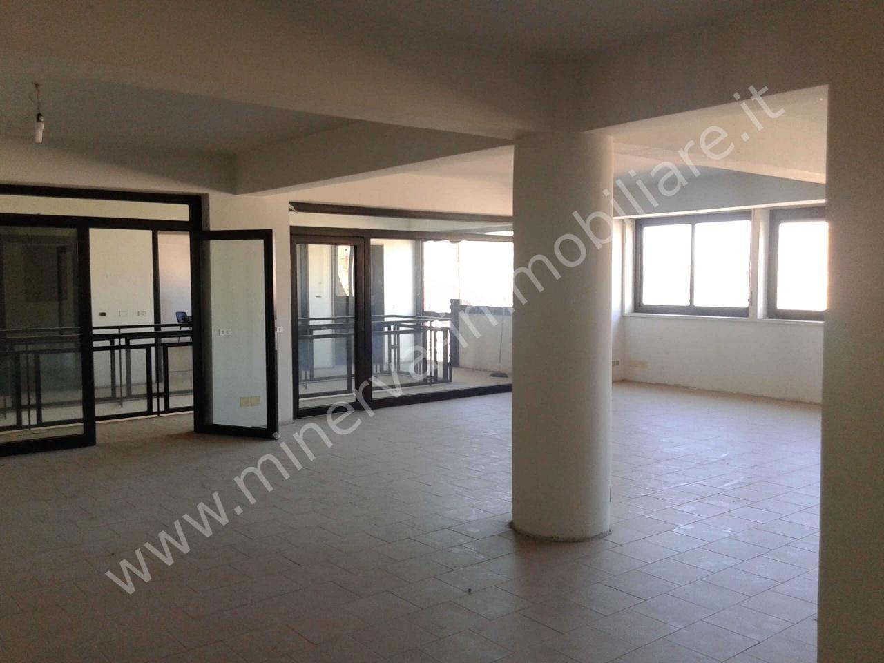 Ufficio 6 locali in vendita a Lentini (SR)