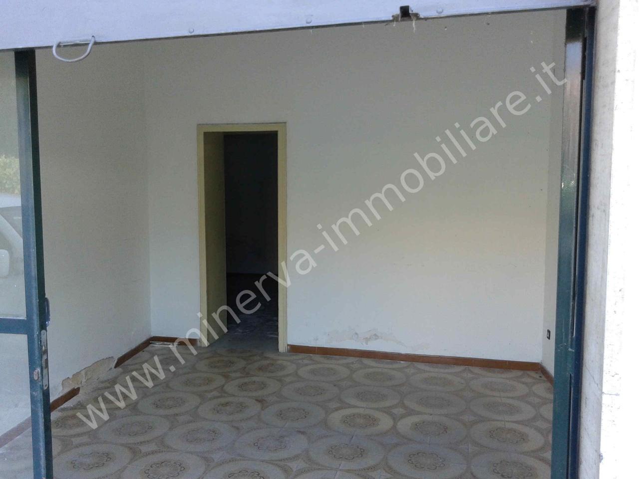 Negozio / Locale in affitto a Lentini, 3 locali, prezzo € 400 | CambioCasa.it