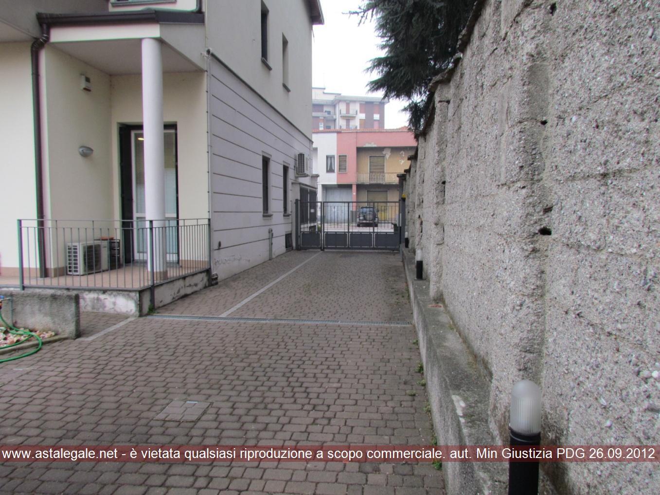Bilocale Albiate Viale Lombardia 3 2