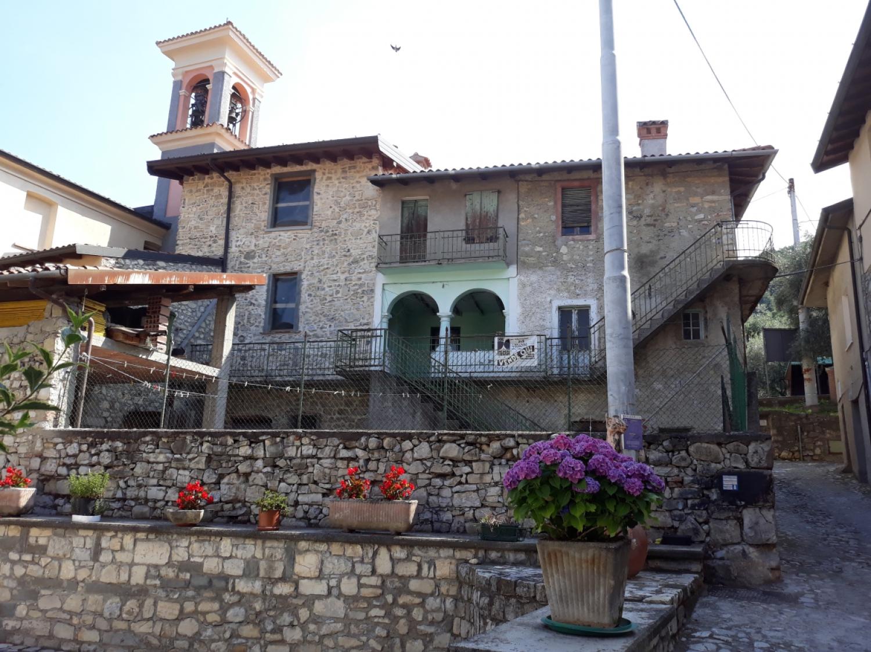 Appartamento in vendita a Monte Isola, 7 locali, prezzo € 107.000 | CambioCasa.it