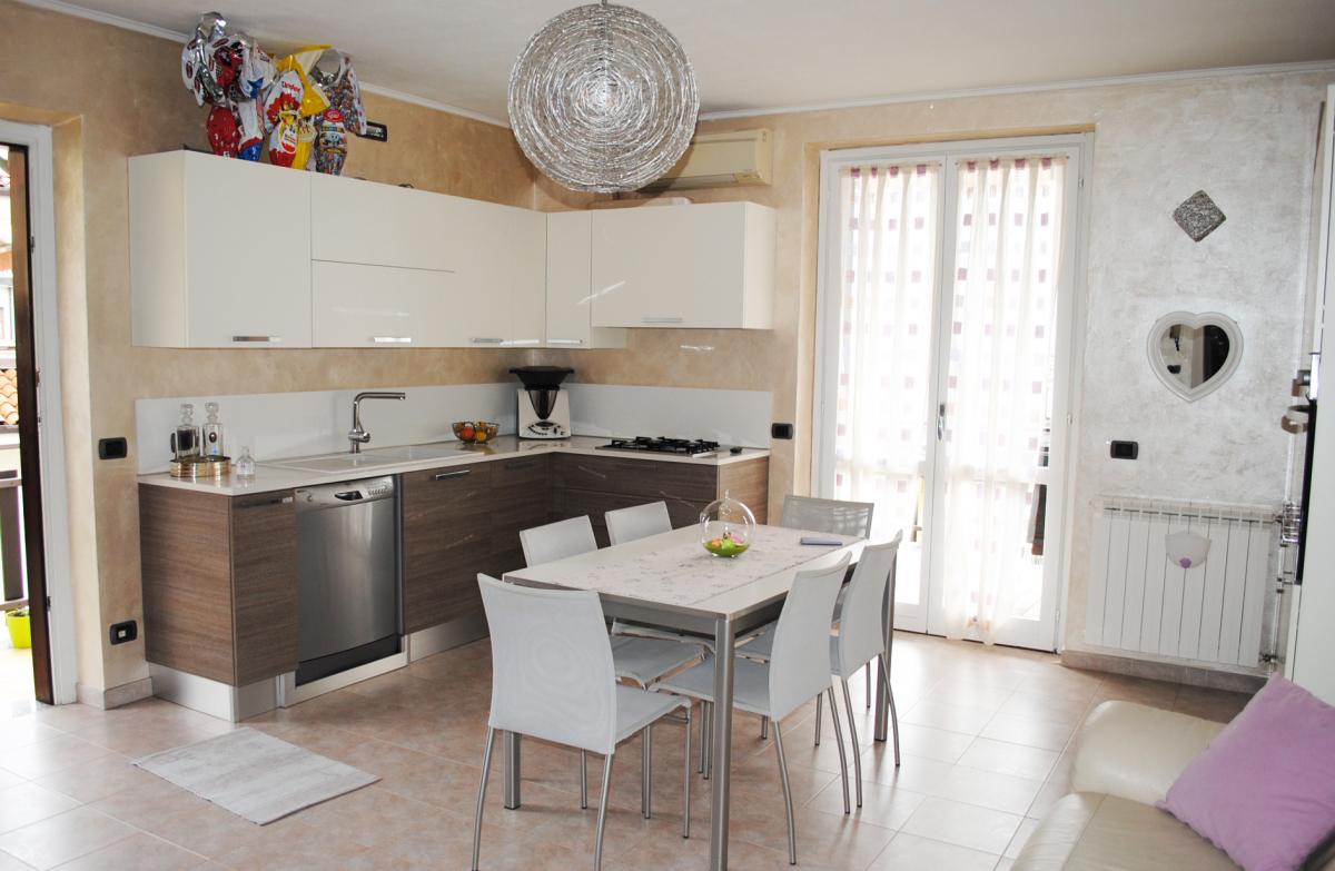Appartamento in vendita a Sale Marasino, 3 locali, prezzo € 140.000 | PortaleAgenzieImmobiliari.it