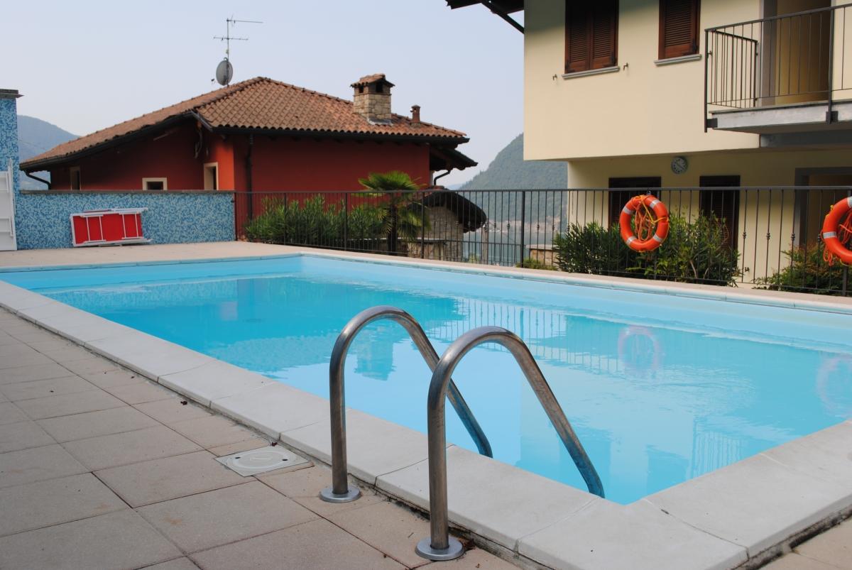 Appartamento in vendita a Sale Marasino, 3 locali, prezzo € 133.000 | CambioCasa.it