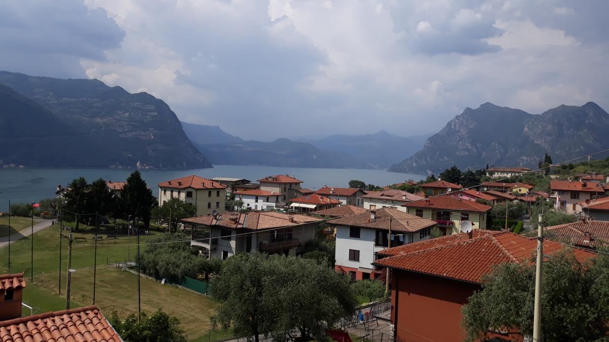 Appartamento in vendita a Monte Isola, 9 locali, prezzo € 360.000 | CambioCasa.it