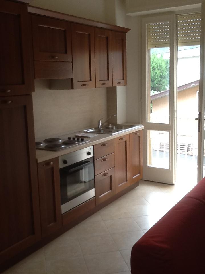 Appartamento da ristrutturare arredato in affitto Rif. 12119422