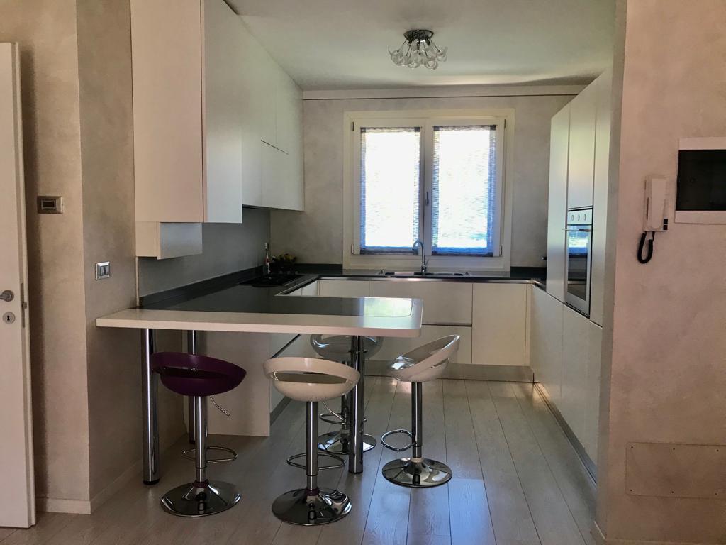 Appartamento in vendita a Sale Marasino, 3 locali, prezzo € 176.000 | CambioCasa.it